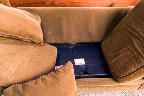 Как вывести клопов из дивана самостоятельно