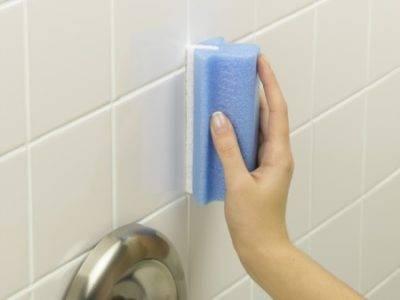 Белые мокрицы в ванной