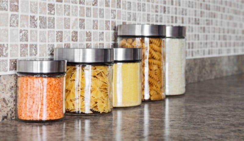 Как избавиться от крупяных жучков на кухне